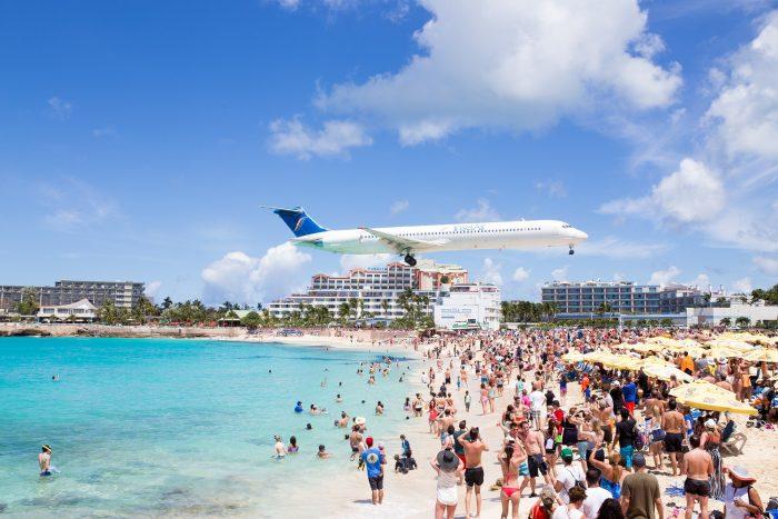 Maho beach : saint-martin avion sur la plage